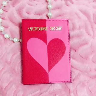 ヴィクトリアズシークレット(Victoria's Secret)のVictoria's Secret♥︎パスポートケース(旅行用品)