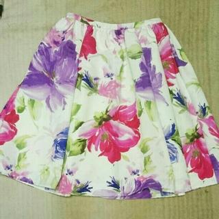 チェスティ(Chesty)のchesty チェスティ 花柄スカート と小鳥スカート(ひざ丈スカート)
