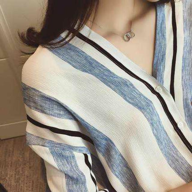 【激カワ】 ノーカラー ブルー ラインシャツ トレンド レディースのトップス(シャツ/ブラウス(長袖/七分))の商品写真