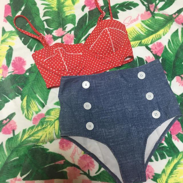 ハイウェスト 赤ドット 水着 レディースの水着/浴衣(水着)の商品写真