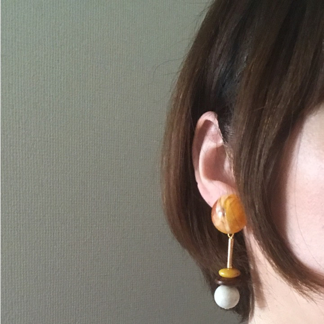 オレンジマーブルカボションのイヤリング ハンドメイドのアクセサリー(イヤリング)の商品写真