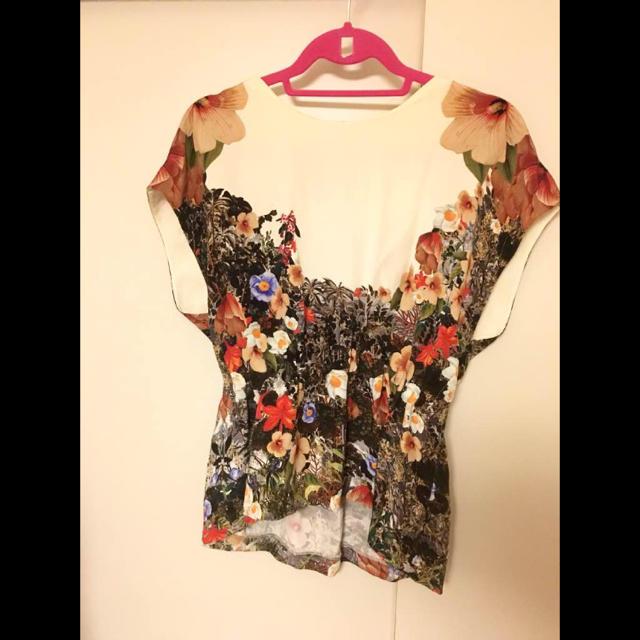 GRACE CONTINENTAL(グレースコンチネンタル)のマザーオブパール ボタニカルトップス レディースのトップス(シャツ/ブラウス(半袖/袖なし))の商品写真