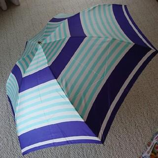 クレージュ(Courreges)の新品タグ付き クレージュ折り畳み雨傘55㎝ ブルーボーダー柄 (傘)