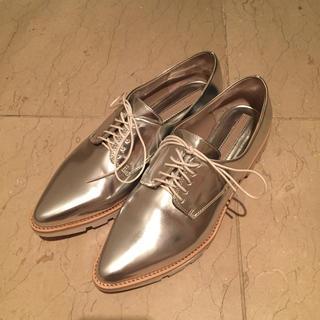 ザラ(ZARA)のZARA オックスフォード シルバー 40(ローファー/革靴)