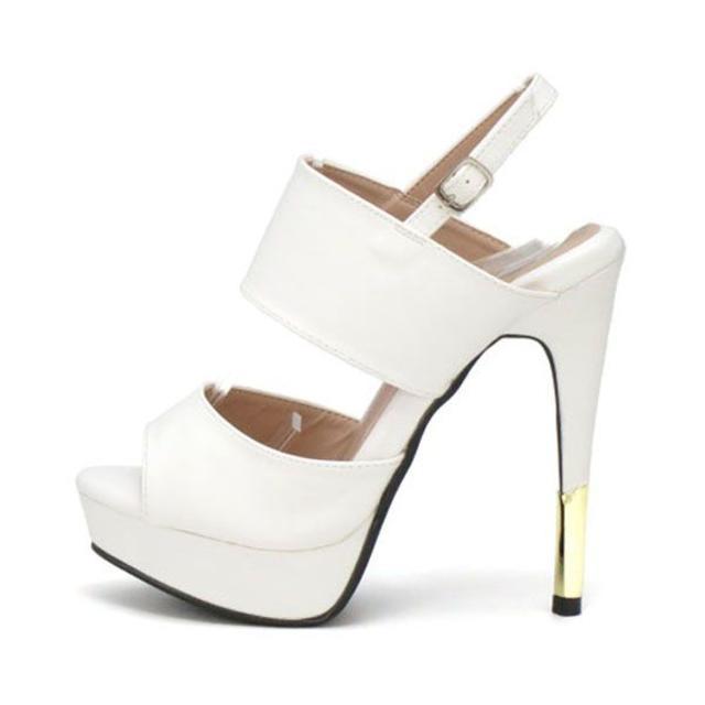 新品 送料込 ストラップサンダル ホワイト Lサイズ 23.5cm~24cm レディースの靴/シューズ(サンダル)の商品写真