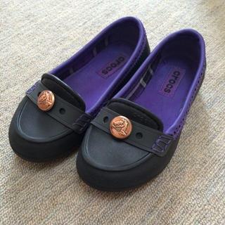クロックス(crocs)のcrocsキッズローファー(ローファー/革靴)