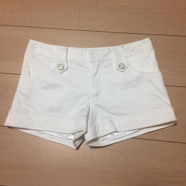 ByeBye(バイバイ)のByeBye ショートパンツ 紐ベルト付き 白 レディースのパンツ(ショートパンツ)の商品写真