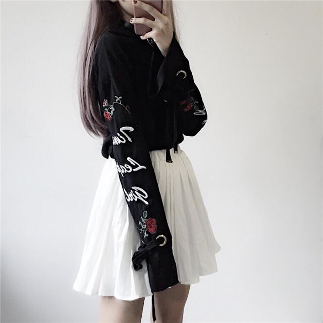 ♥️原宿韓国系  パンク  ブラックレースアップローズロンTシャツ レディースのトップス(Tシャツ(長袖/七分))の商品写真