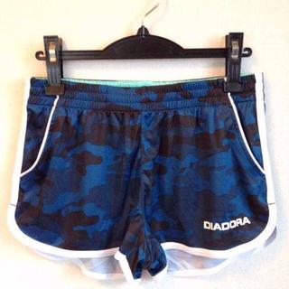 ディアドラ(DIADORA)のディアドラ カモフラ柄ショーツ 紺M、L 定価6264円 RL6478(ウェア)