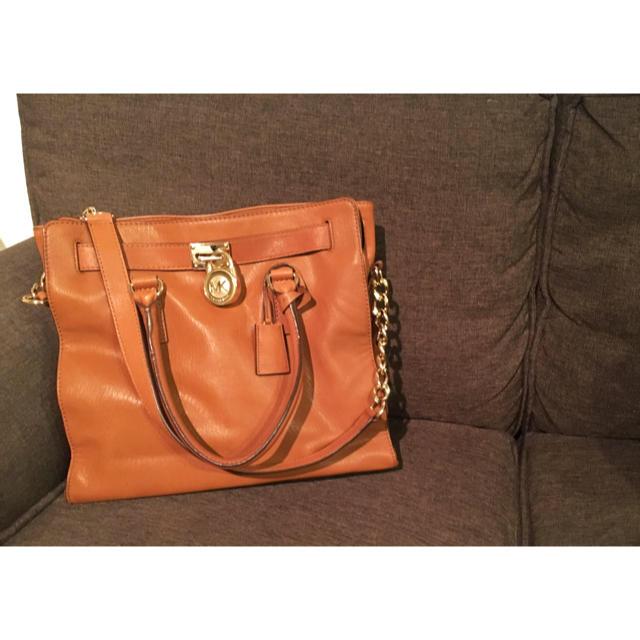 Michael Kors(マイケルコース)の※こちらの商品販売一時停止中※MICHAEL KORS ラージトート 美品 レディースのバッグ(ハンドバッグ)の商品写真