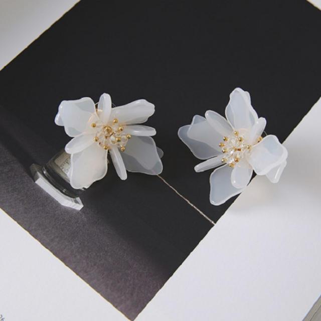 ピアス フラワー ホワイト ビーズ*ZARA スナイデル リリーブラウン レディースのアクセサリー(ピアス)の商品写真
