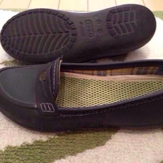 クロックス(crocs)のクロックスレディースシューズ24cm(ローファー/革靴)
