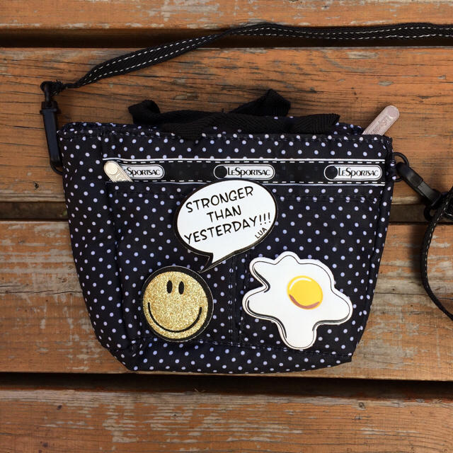 PU革ステッカーキラキラゴールドニコちゃんスマイリースマホケースカバー財布バッグ レディースのバッグ(リュック/バックパック)の商品写真