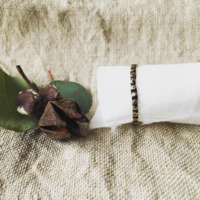 彫刻 黒 ハンドメイドのアクセサリー(リング)の商品写真