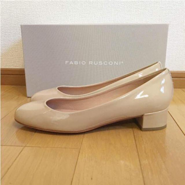 FABIO RUSCONI(ファビオルスコーニ)の新品FABIO RUSCONI ファビオルスコーニ エナメルパンプス ベージュ レディースの靴/シューズ(ハイヒール/パンプス)の商品写真