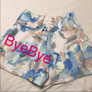 バイバイ(ByeBye)の【SALE❤︎】 ByeBye✩︎花柄 ショートパンツ (ショートパンツ)