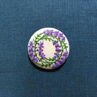 刺繍ブローチ ラベンダーリース(ブローチ/コサージュ)