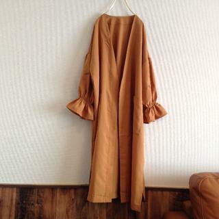 ボリュームスリーブデザインの刺繍ガウン(ロングコート)