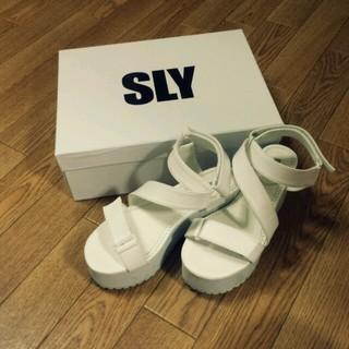 スライ(SLY)のSLY☆今季ホワイトサンダル(サンダル)