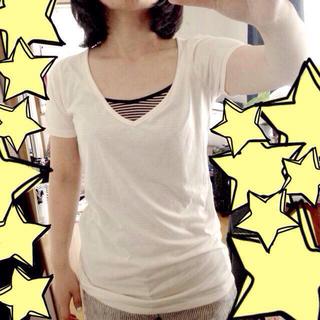 ミスティウーマン(mysty woman)の白VネックTシャツ(Tシャツ(半袖/袖なし))