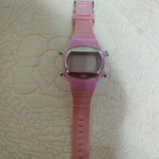 アディダス(adidas)のアディダス ピンクのデジタル腕時計⌚(腕時計)