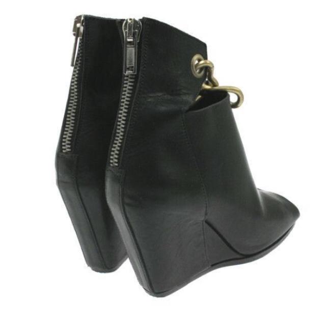 Rick Owens(リックオウエンス)の美品 リックオウエンス ブーティー ブラック 22.5cm レディースの靴/シューズ(ブーツ)の商品写真
