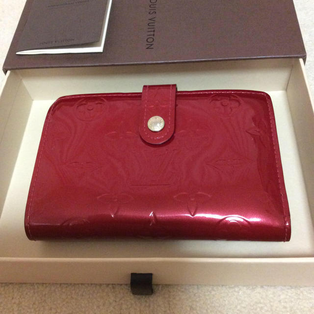 LOUIS VUITTON(ルイヴィトン)のルイヴィトン ヴェルニ 二つ折り財布 レディースのファッション小物(財布)の商品写真