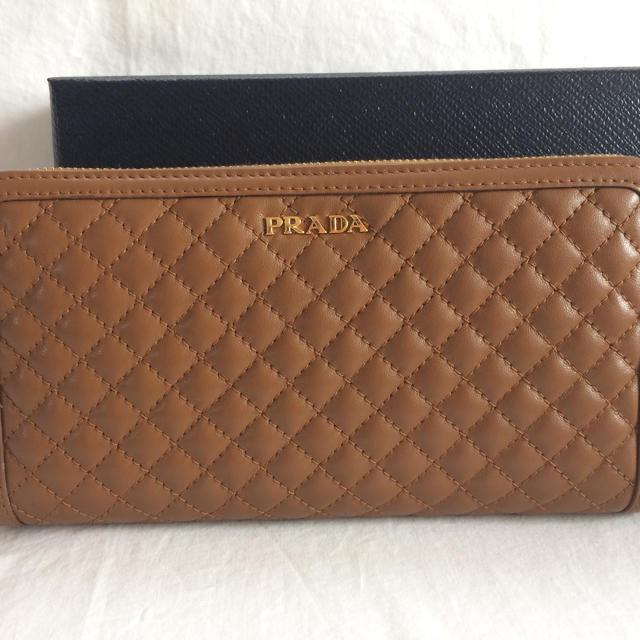 PRADA(プラダ)のPRADA長財布 レディースのファッション小物(財布)の商品写真