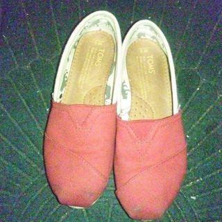 TOMS スリッポン(ローファー/革靴)