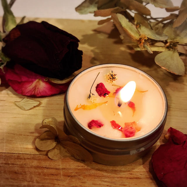 お花をたっぷり添えたLOVE♡アロマの香りのオブジェ ハンドメイドのウェディング(その他)の商品写真