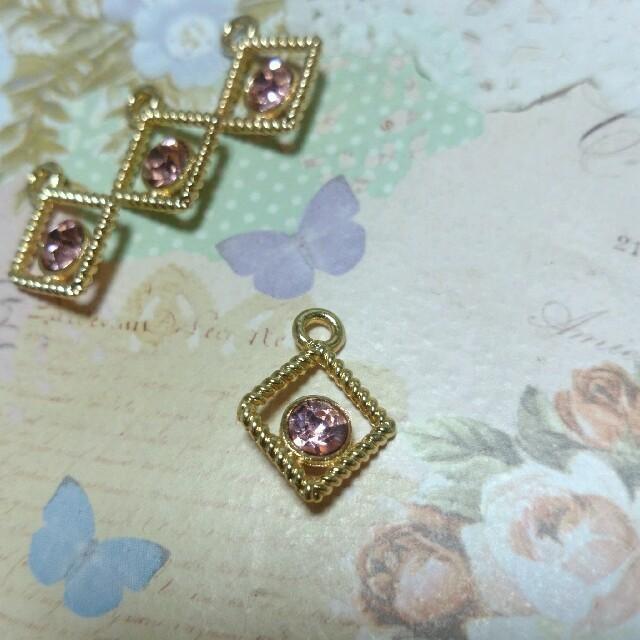 シャネルストーンチャーム(スクエア) ピンク 4こ ハンドメイドの素材/材料(各種パーツ)の商品写真