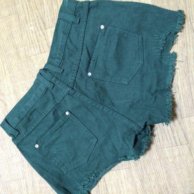 グリーンダメージジーンズデニムショートパンツ レディースのパンツ(ショートパンツ)の商品写真