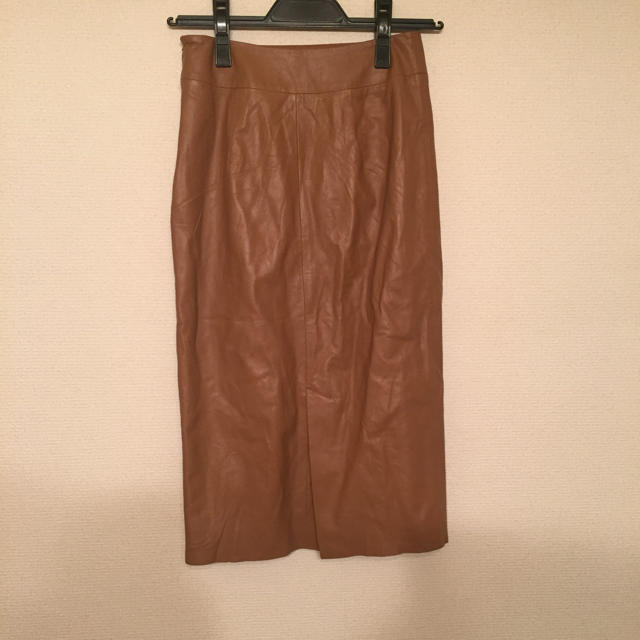 MURUA(ムルーア)のMURUA ベージュレザースカート ムルーア レディースのスカート(ひざ丈スカート)の商品写真