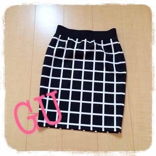 ジーユー(GU)のチェックペンシルスカート(ひざ丈スカート)